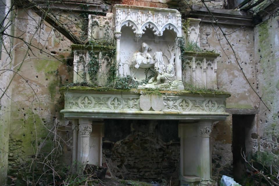 ILLUSTRATION_source Abandoned France